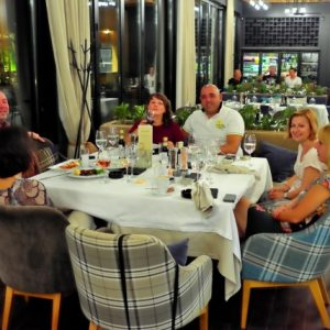 "[:bg]Вечеря в ресторант ""Леонардо"" 