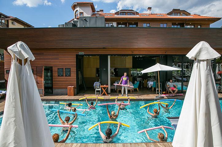 Отслабване в басейна   LuckyFit
