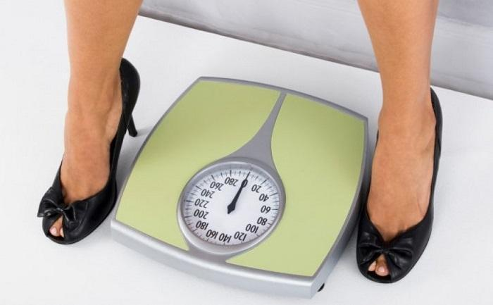 Watch weight with a weighing scale | LuckyFit
