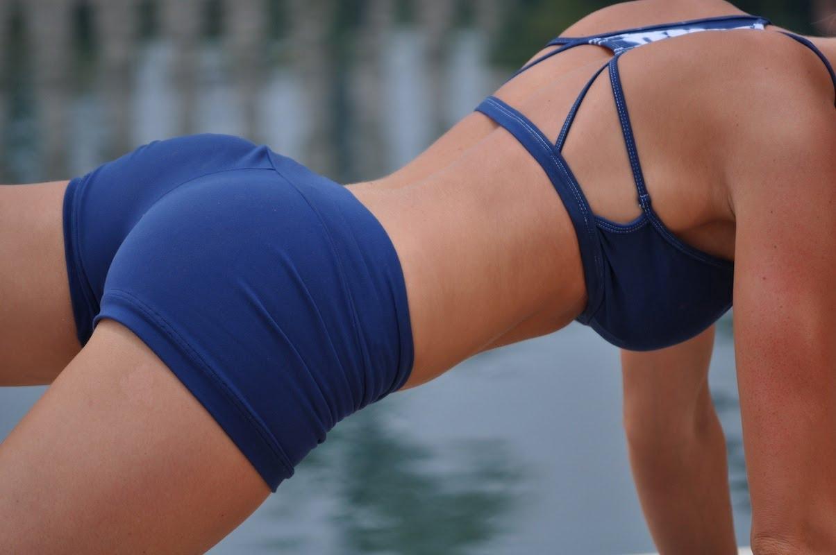 Упражнения за стегнати бедра | LuckyFit