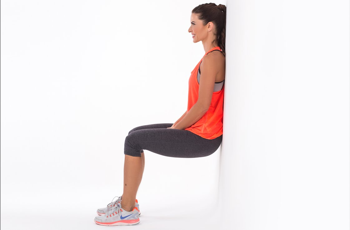 Wall squat exercise   LuckyFit