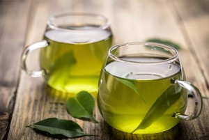 Натурален зелен чай в прозрачна чаша   LuckyFit