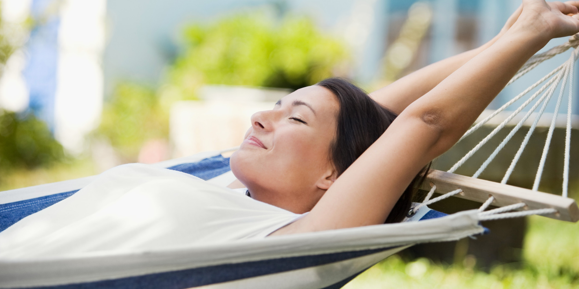 Relaxed woman | LuckyFit