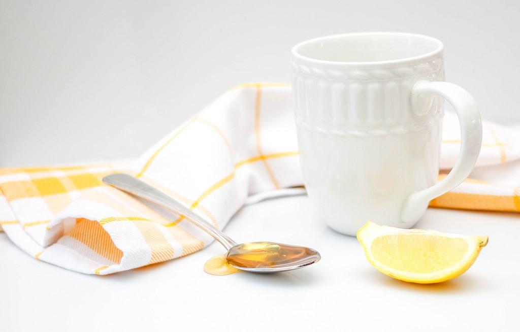 Lemon water against aging