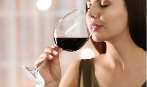 Чаша червено вино на ден за детокс и възстановяване